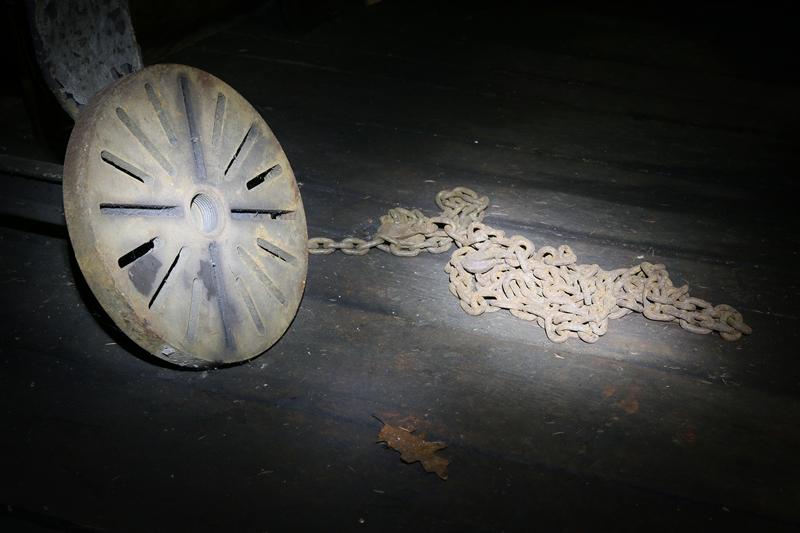 Chain © Brian Clemens